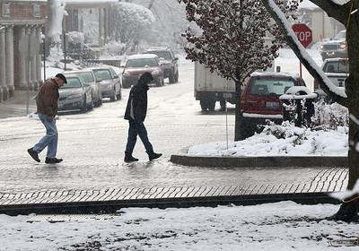 hnews_adv_pedestrians_snow