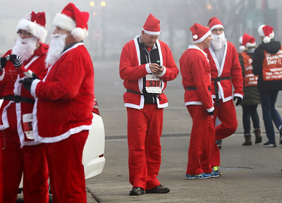hnews_mon1207_Santa_Run_04
