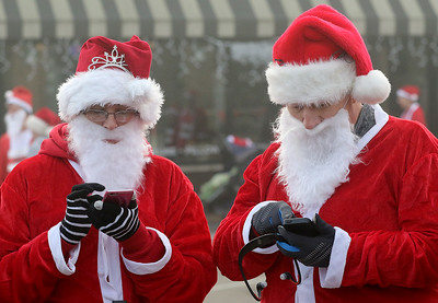 hnews_mon1207_Santa_Run_02