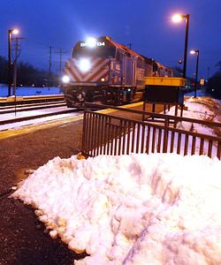 hnews_adv_Metra_Commuters_04
