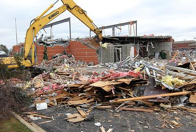 hnews_wed1228_bank_demolished