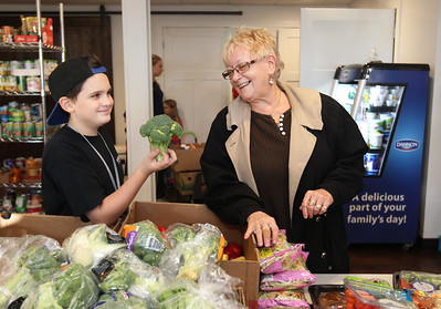 LCJ_1214_lv_food_pantry01