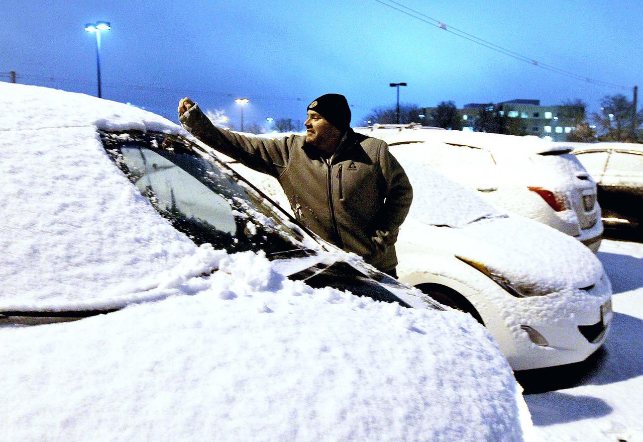 hnews_tue1212_snow_event1