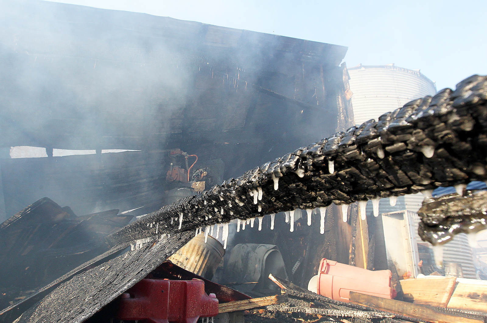 hnews_wed1213_mar_barn_fire2