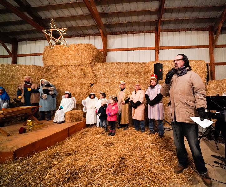 hnews_mon1225_barn_nativity