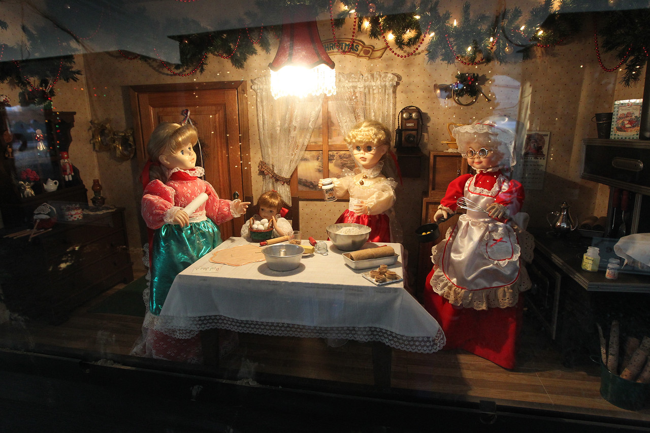 """Candace H. Johnson-For Shaw Media The oversized shadow box called, """"Four Generations Keeping the Tradition,"""" was on display in the Kringle's Christmas Village in downtown Antioch. (12/23/17)"""