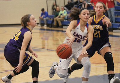 Candace H. Johnson-For Shaw Media Lakes Sara Smith finds an opening to pass the ball against Wauconda's Ella Karg and Allie Tylka in the first quarter at Lakes Community High School in Lake Villa. Wauconda won 65-64. (12/4/18)