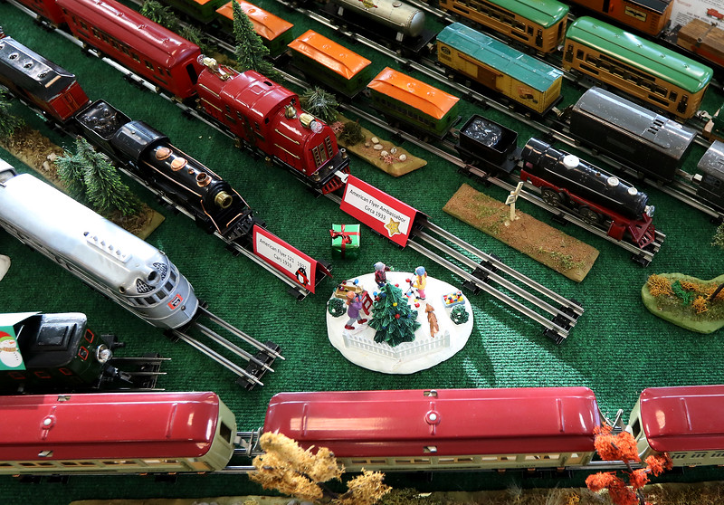 hSTYLE_1216_Holiday_Trains_
