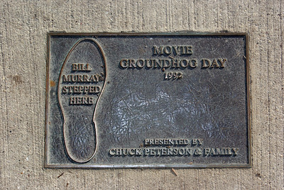 "Yadira Sanchez Olson - For the Northwest Herald A plaque marks the exact spot on Cass Street where actor Bill Murray's puddle scene was filmed for the movie ""Groundhog Day"". The corner was one of 14 tour stops on the ""Groundhog Day"" walking tour on Saturday, February 4."