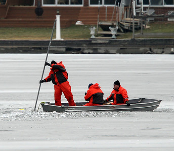 H. Rick Bamman -hbamman@shawmedia.com Ice divers use side sonar to search Pistakee Bay Saturday morning.