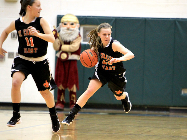 Sandy Bressner - sbressner@shawmedia.com<br /> St. Charles East's Amanda Hilton heads down court during their IHSA Class 4A regional game against Schaumburg Tuesday at Bartlett High School.