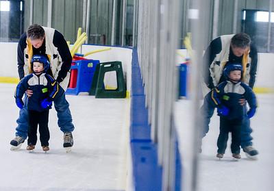 hnews_adv_Ice_Skating1.jpg