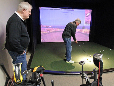 hnews_wed0217_Indoor_Golf_
