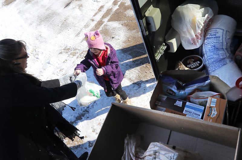 Hnews_0212_Food_Donation_01