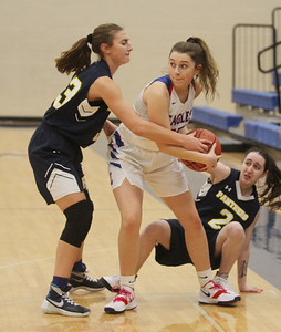 Candace H. Johnson-For Shaw Media Lakes Sydney Zellmann (center) fights for control with Round Lake's Lilli Burton and Jessica Leitl in the first quarter at Lakes Community High School in Lake Villa. Round Lake won 42-37.  (2/1/20)
