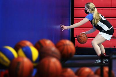 hnews_0202_Basketball_Begins