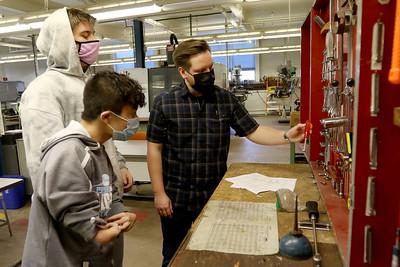 hnews_0223_Metals_teacher