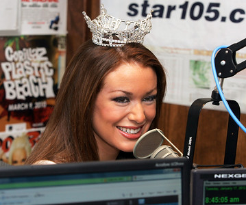H. Rick Bamman -hbamman@shawmedia.com WZSR - Star105.5 morning show guest Miss Illinois Hannah Smith of Huntley discusses Tuesday her Miss America pageant appearance and top 10 finish in Las Vegas on Saturday.