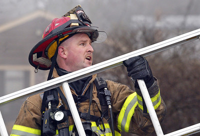 H. Rick Bamman - hbamman@shawmedia.com Algonquin Lake in the Hills Lt. Erick Kennedy grabs a ladder from a truck during ahouse fire at 1430 Cary Algonquin Rd. Wednesday, January 30, 2013.