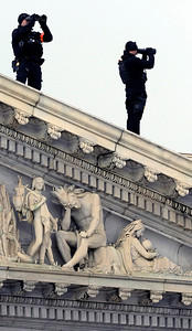 A U.S. Secret Service Counter Sniper Team scans the horizon from atop the U.S. Capitol during the 57th Presidential Inauguration in Washington, Monday, Jan. 21, 2013. (AP Photo/Cliff Owen)