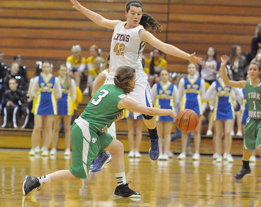 York's AnnaBell Lansdowne (#3) draws Lyons Township's Kayla Morrissey into the air and passes to teammate Jessica Bianchi in the Dukes' away game win, 41-35, in La Grange on Saturday, Jan. 26, 2013. Bill Ackerman — backerman@shawmedia.com