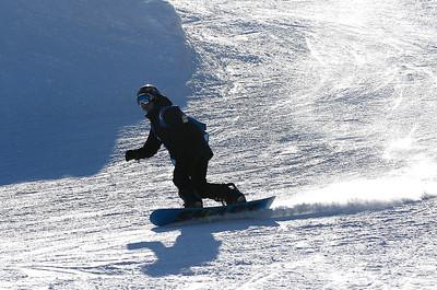 2A_adv_snowboarder
