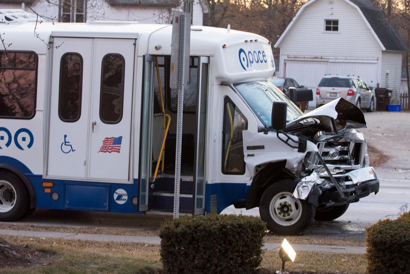 hnews_sat0113_Buss_Accident.jpg