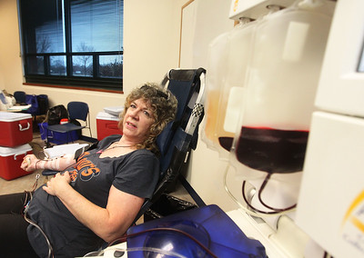 "Candace H. Johnson-For Shaw Media Beverly Menta, of Grayslake donates a pint of O Negative blood as she is attached to a Alyx machine which separates her whole blood into bags of whole blood, red blood cells and white blood cells during the Vitalant Blood Drive at the Grayslake Area Public Library. O Negative blood cells are ""universal"" meaning they can be transfused into almost any patient in need. (12/27/18)"