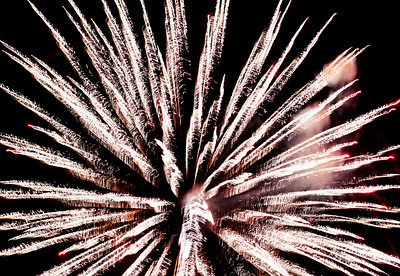 Hnews_fri_0704_Fireworks_Cary_10.jpg