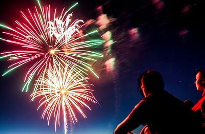 Hnews_fri_0704_Fireworks_Cary_1.jpg