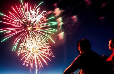 Hnews_fri_0704_Fireworks_Cary_1.jpg