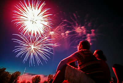 Hnews_fri_0704_Fireworks_Cary_1b.jpg