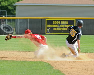Hinsdale South wins baseball semifinal