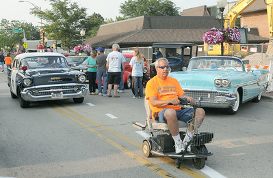 Volunteers drive cruise event
