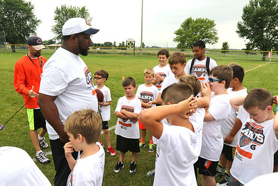 hnews_adv_bears_youth_camp1