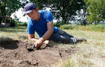 hnews_adv_archaeology_field_school10