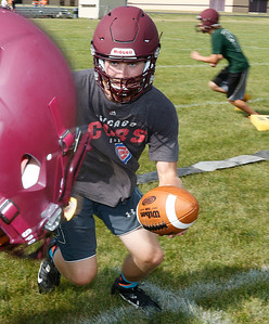 hspts_adv_fball_camp_rb_Gibson_handoff
