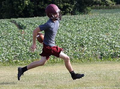 hspts_adv_fball_camp_rb_Wasilewski_runs