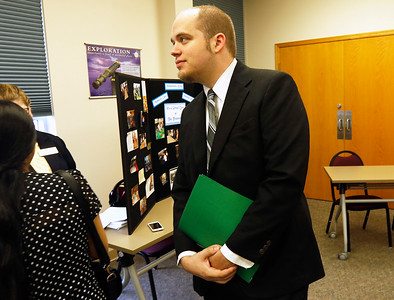 hnews_sat723_healthcare_job_fair3