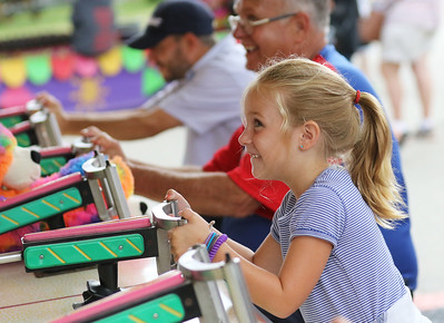 Candace H. Johnson-For Shaw Media Taylor Thompson, 7, of Lindenhurst plays the Top Glo game during Antioch's Taste of Summer in downtown Antioch. The event was hosted by the Antioch Chamber of Commerce. (7/22/18)