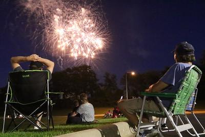 hnews_0704_July4th_McH_Fireworks