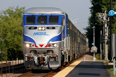 hnews_0706_Metra_Commuters