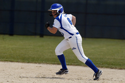 H. Rick Bamman - hbamman@shawmedia.com Burlington Central's Lauren King heads for third.