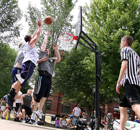 Jeff Krage – For the Kane County Chronicle<br /> Saturday's top flight 3-on-3 basketball tournament during Swedish Days.<br /> Geneva 6/23/12