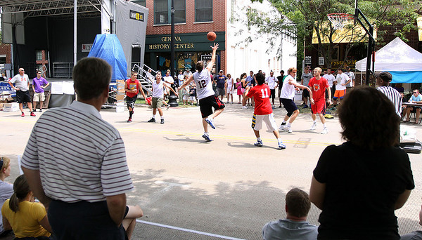 Jeff Krage – For the Kane County Chronicle<br /> People watch Saturday's 3-on-3 basketball tournament during Swedish Days.<br /> Geneva 6/23/12
