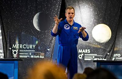Hnews_Wed_0604_Astronaut_11.jpg