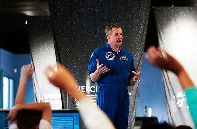 Hnews_Wed_0604_Astronaut_3.jpg