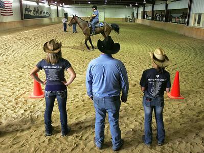 hnews_tues624_horseback_heros1