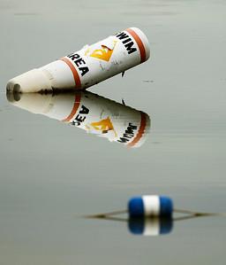 hnews_thu0618_swim_buoy