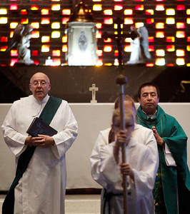 hnews_adv_catholic_religion_04